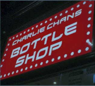 「Bottle Shop」の看板